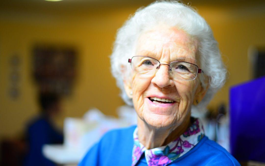 4 Reasons For You To Consider Sending Mom to a Senior Home
